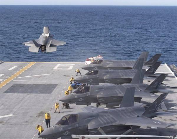 """Истребители F-35B на LHA-6 """"America""""."""