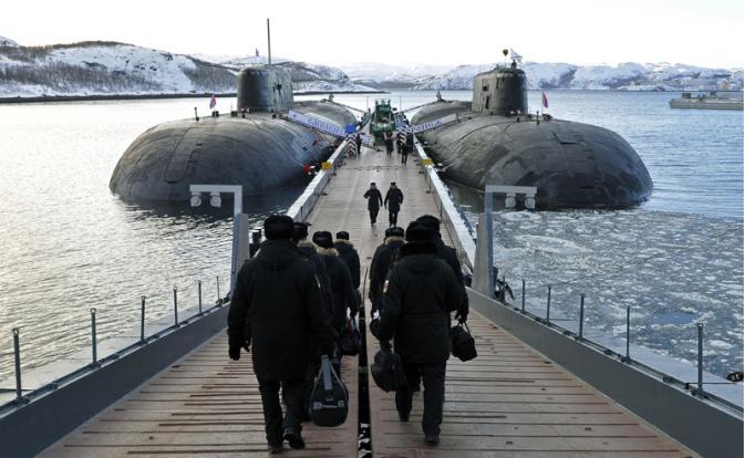 Атомные подводные лодки Северного флота «Смоленск» и «Воронеж» на штатной стоянке.