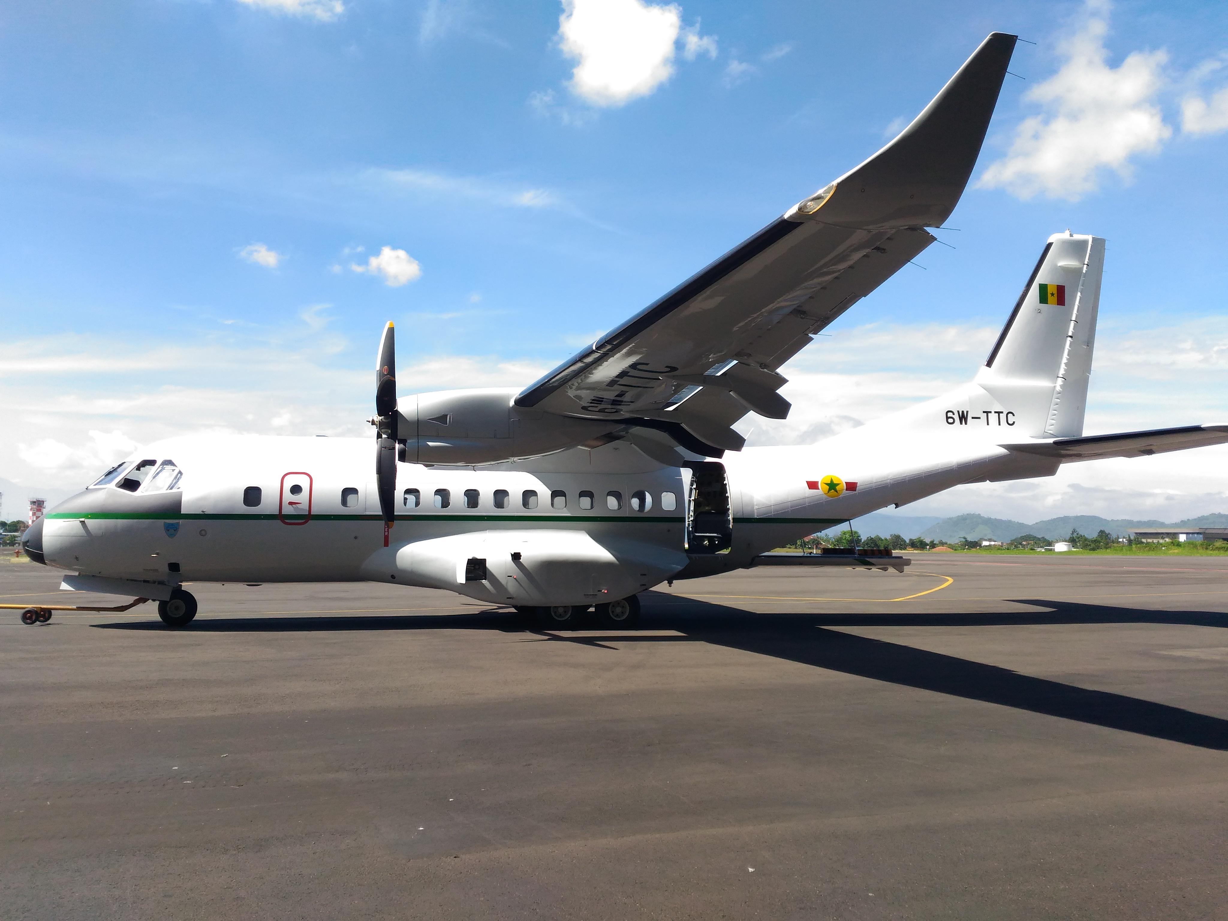Полученный ВВС Сенегала в декабре 2016 года транспортный самолет СN-235-220M (пегистрационный номер 6W-TTC) постройки индонезийского государственного авиастроительного объединения PT Dirgantara Indonesia (PTDI).