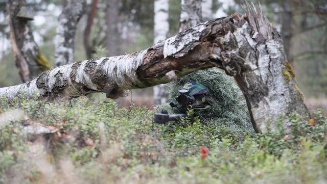 Снайпер отдельной бригады разведки на позиции