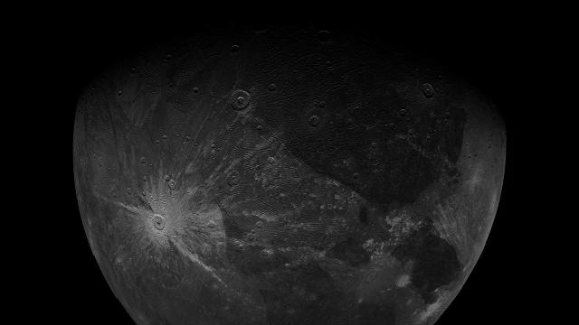 Снимок Ганимеда, сделанный камерой JunoCam.