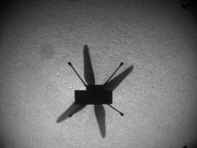 Снимок тени дрона, сделанный его навигационной камерой во время седьмого полета.