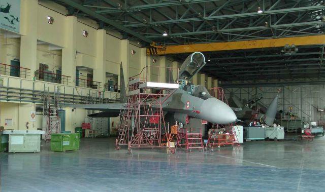 Собранные для ВВС Индии истребители Су-30МКИ в цеху предприятияи индиийской государственной авиастроительной корпорации Hindustan Aeronautics Limited