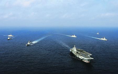 Соединение ВМС НОАК во главе с авианосцем «Ляонин» постоянно участвует в боевых учениях. Фото с сайта www.81.cn