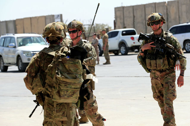 Солдаты США во время передачи военной базы Таджи войсками коалиции под руководством США силам безопасности Ирака на базе к северу от Багдада в Ираке