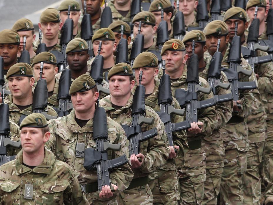 Солдаты британской армии.