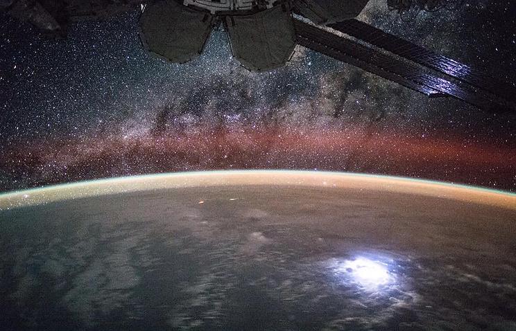 Солнечные батареи на МКС.