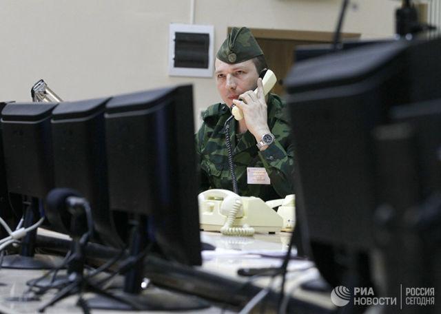 Сотрудник узла связи Системы предупреждения о ракетном нападении