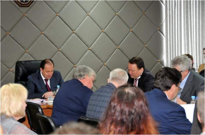 Проведение совещание под руководством Олега Ивановича Бочкарева  Фото: «НИИ стали».
