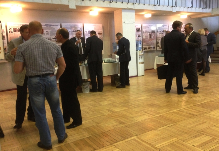 Неформальное обсуждение итогов после окончания совещания. Фото: «НИИ стали».