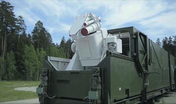 Современные лазерные установки не демонстрируют киношных эффектов, но дают представление о развитии подобных систем. Кадр из видео с сайта www.mil.ru