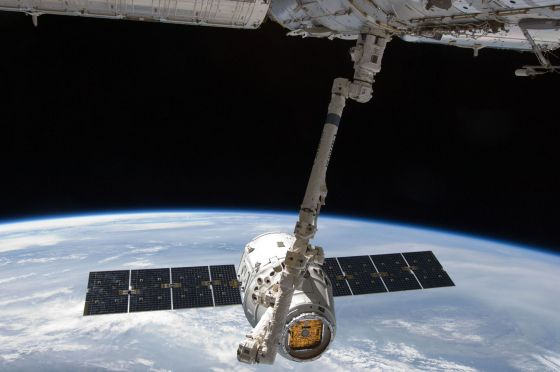 Космический корабль SpaceX Dragon
