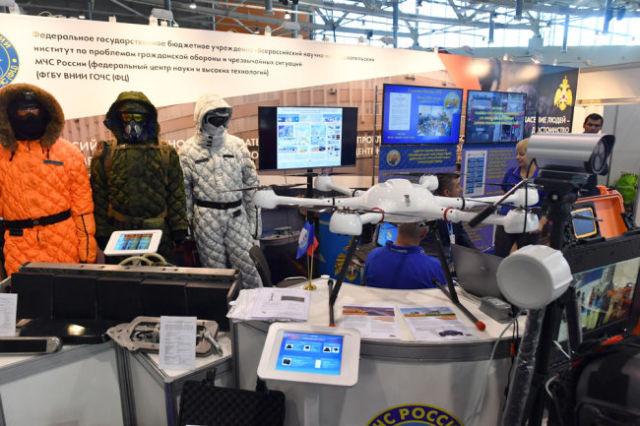 Специалисты ВНИИ гражданской обороны МЧС представили один из наиболее интересных стендов.