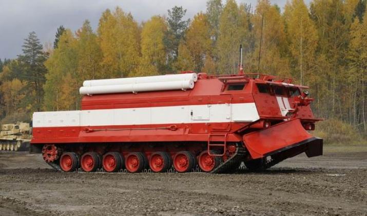 Специальная пожарная машина производства ОАО «Омский завод транспортного машиностроения».