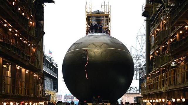 Спуск на воду дизель-электрической подводной лодки «Волхов» проекта «Варшавянка»