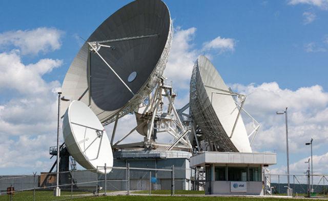 """Спутниковый терминал компании """"Эй-ТИ-энд-Ти"""""""