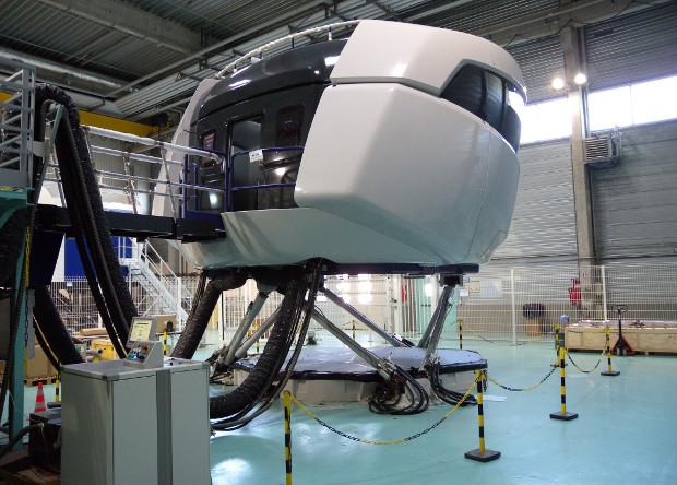 Авиационный тренажер SSJ-100, разработанный Thales.