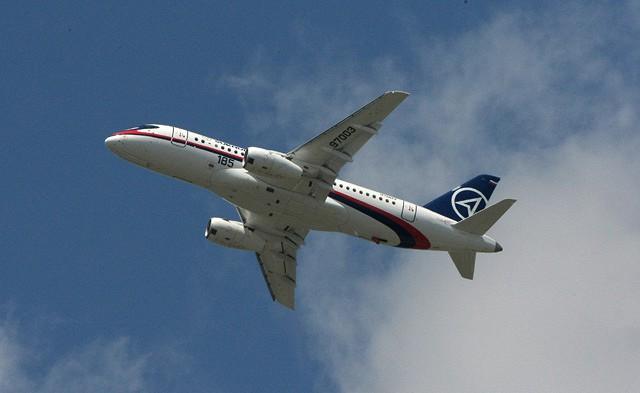 Лайнер Sukhoi Superjet 100.