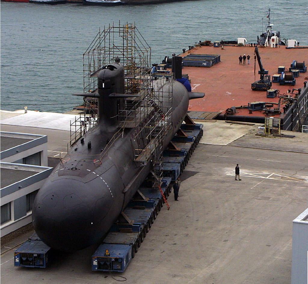 Подводная лодка класса Scorpene ВМС Индии в доке верфи компании Mazgaon Docks Limited (MDL).