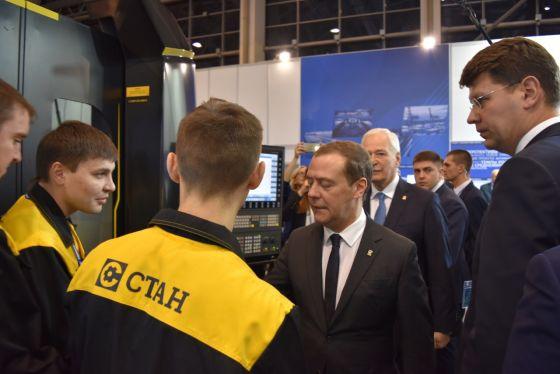 Дмитрий Медведев на Локомотивы роста