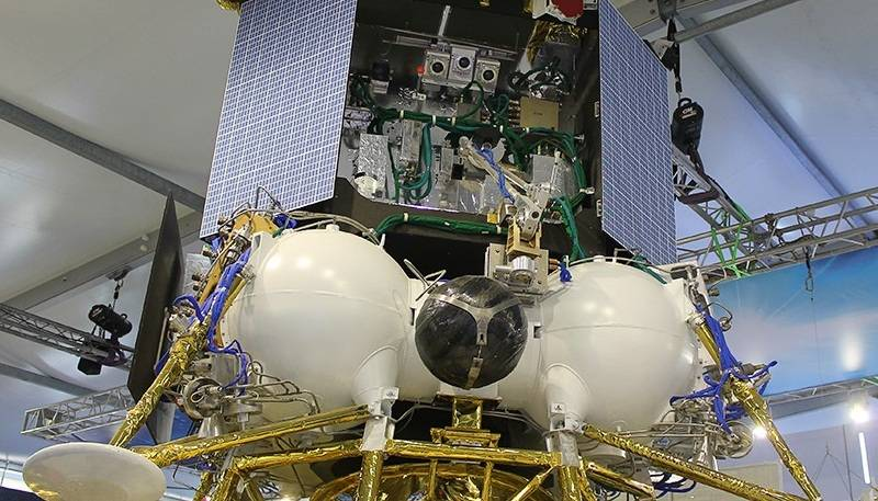 Прибор для определения состава реголита в полярных областях Луны прошел испытания