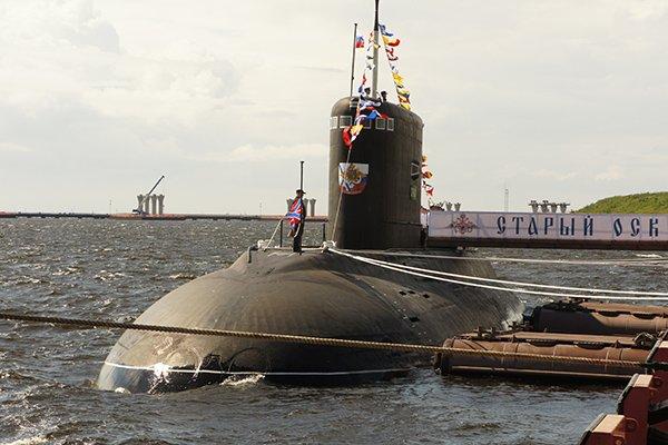 """Дизель-электрическая ПЛ """"Старый Оскол"""" участвует в Международном военно-морском салоне IMDS-2015."""