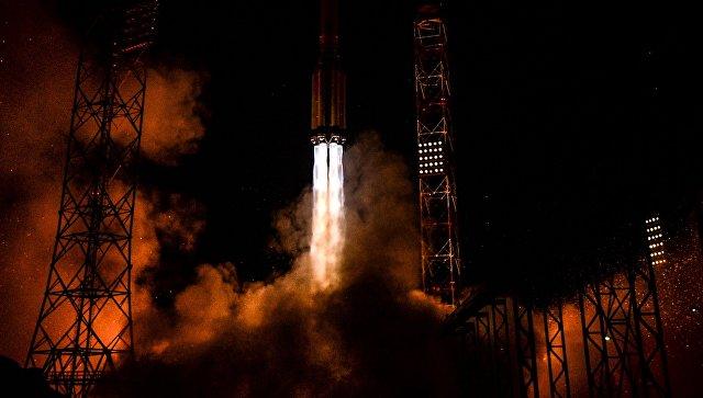 Старт ракеты-носителя Протон-М. Архив.