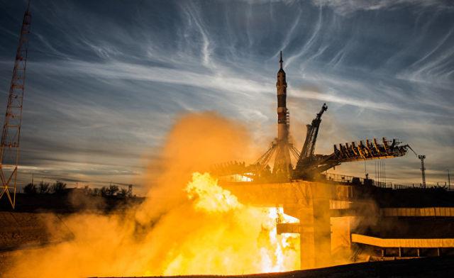 """Старт ракеты-носителя """"Союз-ФГ"""" с пилотируемым кораблем """"Союз МС-11"""""""