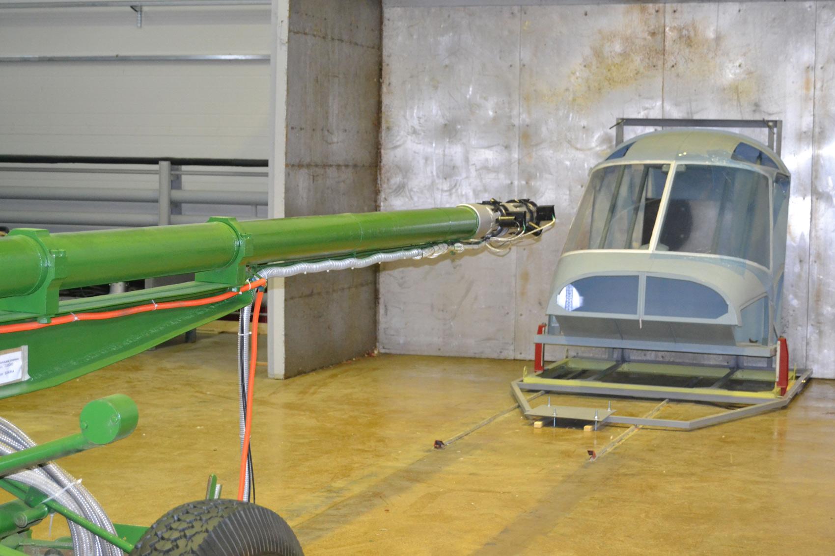 Носовая часть фюзеляжа нового многоцелевого вертолета Ка-62.