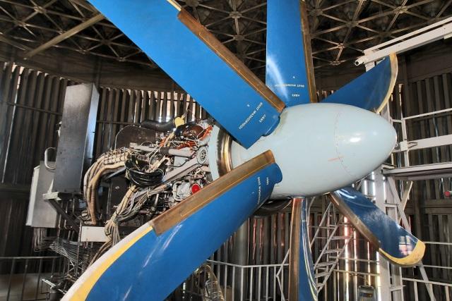 """Стенд АО """"ОДК-Климов"""" для испытаний турбовинтовых двигателей ТВ7-117СТ и ТВ7-117СТ-01 для самолетов Ил-112В и Ил-114 соответственно. Данный экземпляр двигателя ТВ7-117СТ для самолета Ил-114 проходит на стенде ресурсные испытания и отработал уже свыше тыся"""