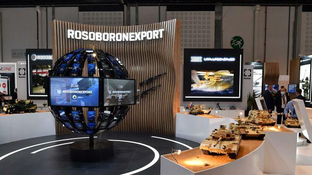 """Стенд """"Рособоронэкспорта"""" на выставке оборонной промышленности IDEX-2021 в Абу-Даби"""