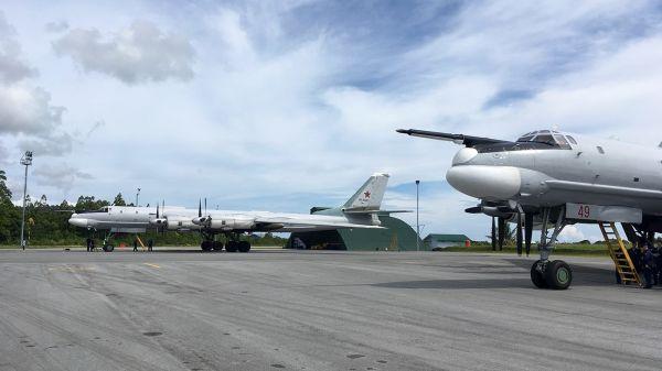 Стратегические бомбардировщики Ту-95МС и ВТС Ансат