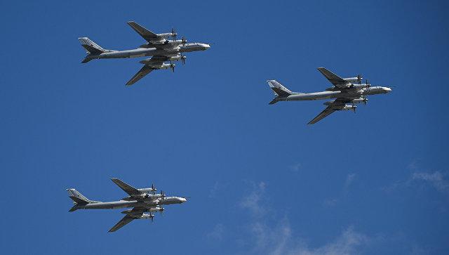 Стратегические бомбардировщики-ракетоносцы Ту-95МС. Архивное фото.