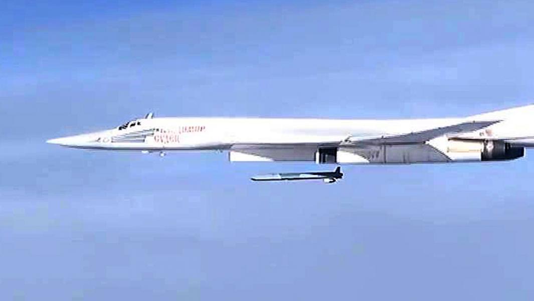 Стратегический бомбардировщик Ту-160во время нанесения удара по объектам террористической группировки ИГ.