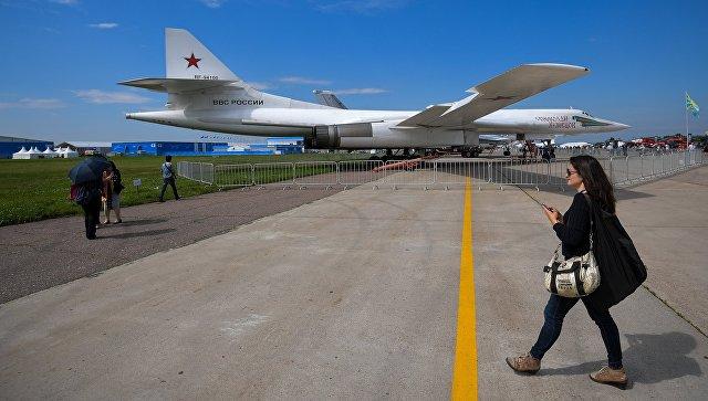 Стратегический бомбардировщик-ракетоносец Ту-160 Николай Кузнецов на МАКС-2017. Архивное фото.