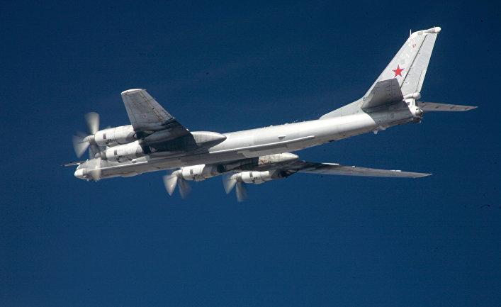 Стратегический бомбардировщик-ракетоносец Ту-95 ВКС России.