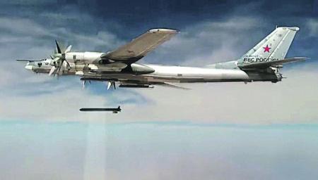 Стратегический бомбардировщик-ракетоносец Ту-95МС наносит удары крылатыми ракетами Х-101 по объектам террористов в Сирии. Фото РИА Новости