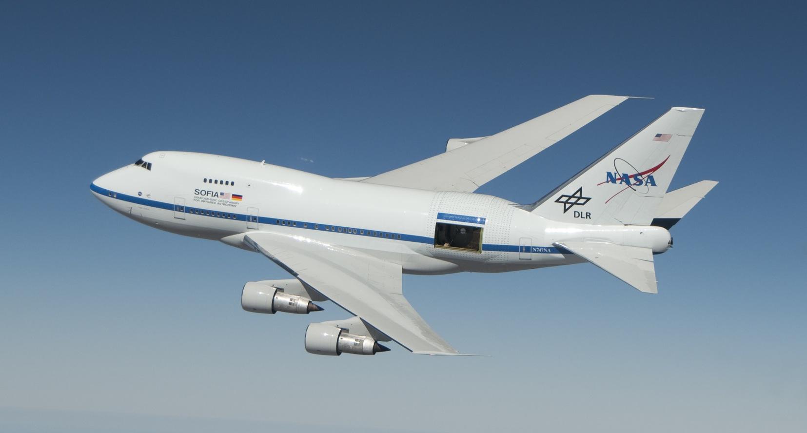 Стратосферный телескоп NASA SOFIA (Stratospheric Observatory for Infrared Astronomy) на борту модифицированного Boeing-747SP.<br><br>Диаметр зеркала: 2,5 м;<br>Высота полёта до: 14 км (45,000 feet);<br>Первый полёт: 2010г.