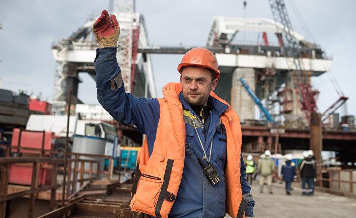 Строительство Крымского моста в России.