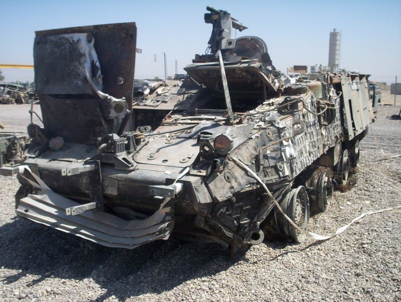 Stryker ICV уничтоженный в бою 13.12.2003 в Ираке. Дополнительная защита в виде решеток уже снята. Утверждается, что один солдат сломал ногу, остальные пятеро, находившиеся внутри БТР, не пострадали.