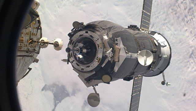 Стыковка космического грузовика Прогресс-МС с МКС. Архивное фото.