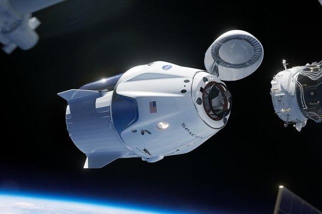 Стыковка беспилотного варианта корабля Dragon 2 с Международной космической станцией. SpaceX