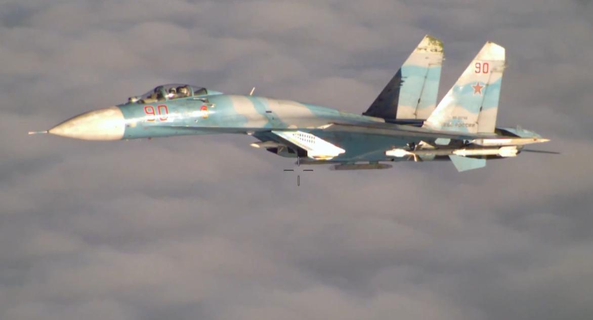 Су-27 ВКС России во время перехвата над Балтикой американского самолета-разведчика RC-135  14 апреля 2016г.