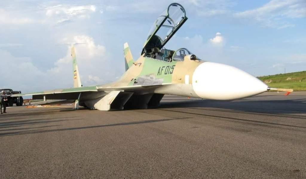 Фото с места аварийной посадки Су-30МК2 в Уганде.