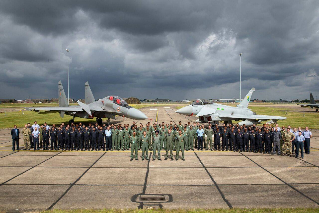 Истребители Су-30МКИ и Typhoon во время подготовки  Indradhanush 2017.