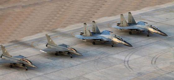 Истребители Су-30МКИ и Rafale