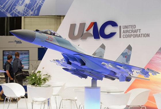 Макет самолета-истребителя Су-35