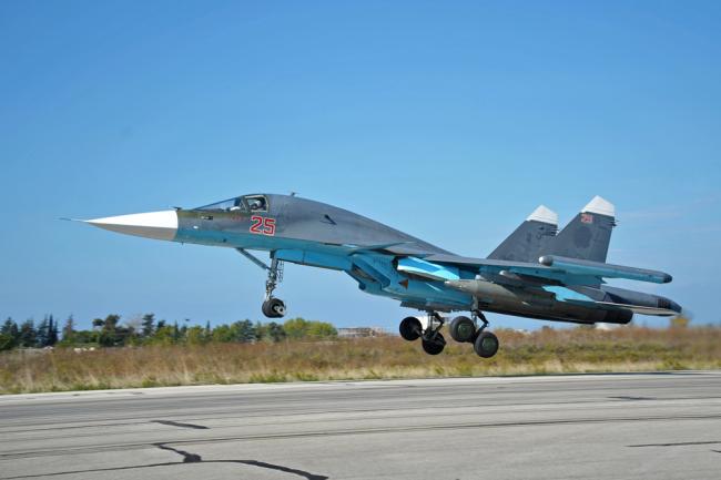 Многофункциональный истребитель-бомбардировщик Су-34.