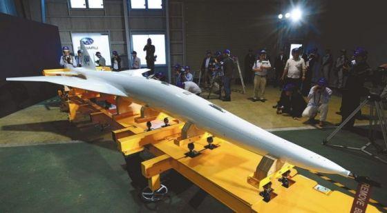Модель японского пассажирского гиперзвукового самолета