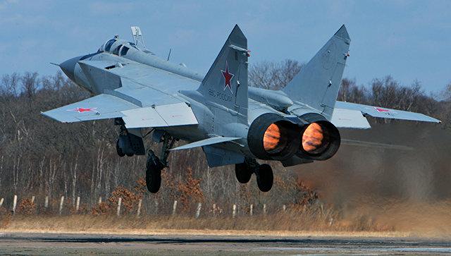 Сверхзвуковой всепогодный истребитель-перехватчик дальнего радиуса действия МиГ-31. Архивное фото.